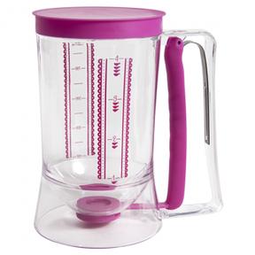 La jarra dosificadora es uno de los utensilios de respoteria baratos que puedes comprar en Mercadulce para iniciarte en el mundo de la resposteria creativa