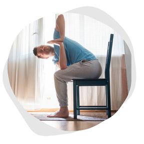Yoga sur chaise en entreprise