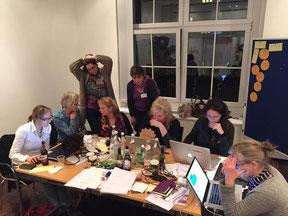 Das TIO-Team mit den Expertinnen gegen 2 Uhr nachts.