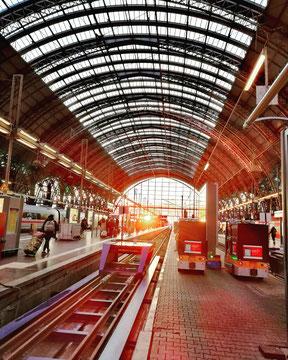 La gare de Francfort, presque 500.000 voyageurs... par jour !