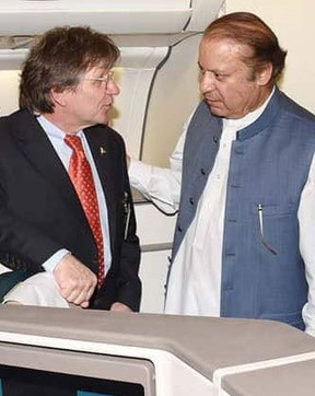 Bernd Hildenbrand (left) discussing aviation matters with former PAK Prime Minister Nawaz Sharif  -   photos: private