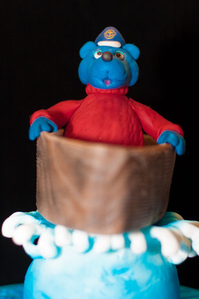 Käpt'n Blaubär in seiner Nussschale auf hoher See