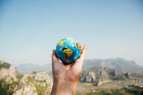 Les trackers en bourse permettent une diversification entre les différentes zones géographiques.