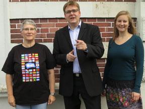 Foto: Ruth Petersson-Jesch (links) von AFS aus Buxtehude und Iga Dominik aus dem AFS-Büro Hamburg werden vom SJR-Vorsitzenden Achim Biesenbach im Stadtjugendring begrüßt