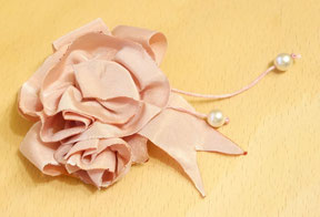 My rose embellishment brooch: I had prepared this already for my Rococo gown and will use it now in turn for the dress and the bonnet (© Nina Möller) DIY Regency Bonnet Tutorial