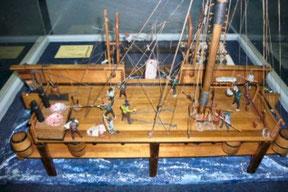 捕鯨船のジオラマは鯨をどのように船側、船上で解体、加工したのかが良く分かる