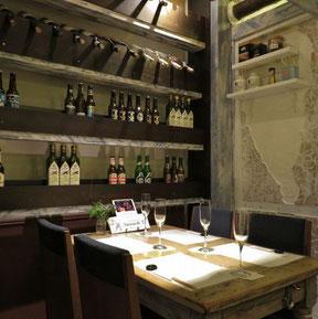 ロシナンテ2世で一番人気の席。三方が壁なので、ちょっと個室風。