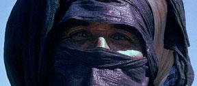 Tuareg mit blauem (Farbstoff Indigo) Turban