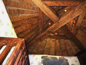 chambre d'hotes au chateau charpente XVeme chambre medievale La Tour de Guet
