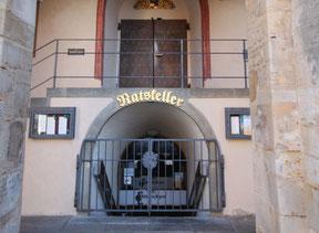 Eingang zum Ratskeller Heute (oben Eingang zur Rathaushalle)