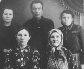 Семья Берсенёва Платона Гавриловича. С права дочь Анна,