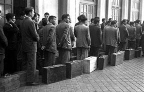 Salida de trabajadores españoles hacia Bélgica (Manuel Iglesias, 1957)