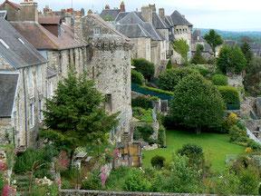 Domfront, Normandie, Orne, cité médiévale de caractère unique dans le département a le label  ville fleurie, Plus Beaux Détours de France, site du goût