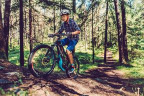 e-Mountainbikes für unwegsames Gelände
