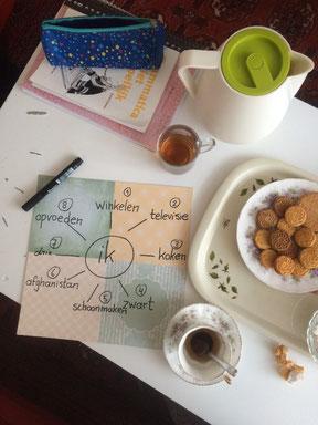 Thuis aan de slag met een taalmaatje met een lekker kopje thee