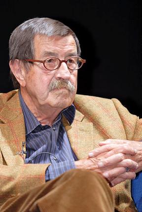 Günter Grass bei einer Lesung seines Buchs «Beim Häuten der Zwiebel» 2006. Bild: Wikimedia Commons