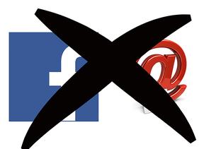 Logo von Facebook und Symbol für Newsletter - beide durchgestrichen