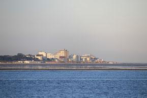 Bild: die Küstenlinie von Cuxhaven Duhnen