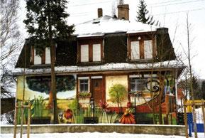 Einstige Fabrikantenvilla  in den 1990er Jahren als Jugend-Club (Hier wohnte Hill 1945)
