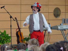 Meister Note (Liedermacher Michael Wein) moderierte die Veranstaltung