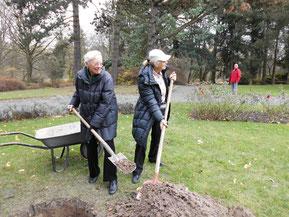 Ehrenvors. Elisabeth Brand und Linda Rehling