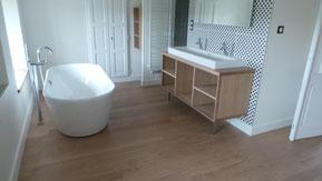 Sol de salle de bains en chêne campagne et vernis 3 couches