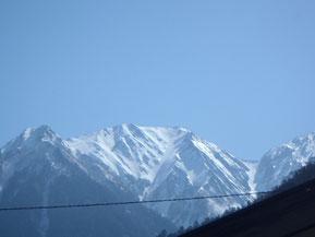 穂高平避難小屋から見た蒲田富士と涸沢岳