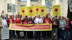 Strabsgegner aus dem niedersächsischen Stade demonstrieren in Hannover