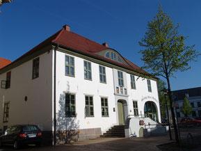 """""""ALtes Rathaus"""" Historisches Gebäude in der August-Bebel-Straße"""