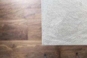 モルタルのテーブルの画像
