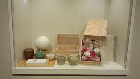 駅前のhotel Rメッツ様の栃木工芸品展示スペースにギフトアレンジの展示させていただきました