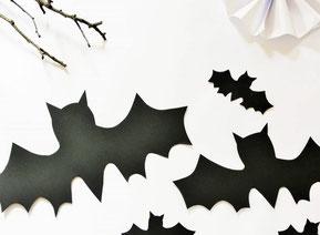 Bild: Schnelle und einfache last-minute Ideen für Halloween Dekoration für die Wohnung wie Girlanden, Kuchentopper oder Tischdeko  - mit dieser Freebie Bastelvorlage Fledermaus Halloween Deko einfach selber machen. Gefunden auf Partystories.de