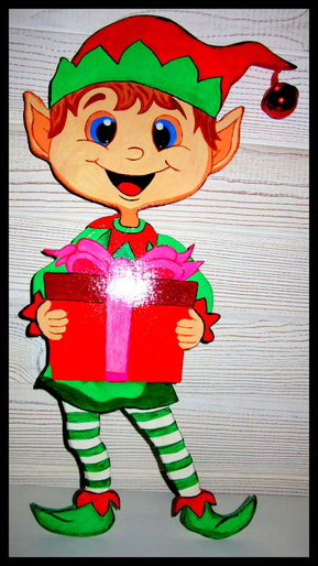 Un elf en bois porteur de cadeau