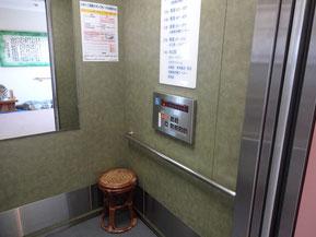 エレベーター内椅子