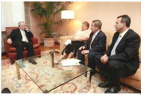President de la Generalitat y representantes de Inter-SOS.