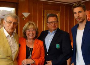 Bild: Udo und Ricarda Niedergerke, Jürgen Holzapfel, Ron Robert Zieler (v. li.)