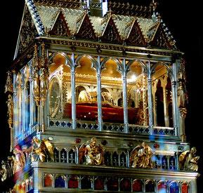 Si trova all'interno la reliquia della mano di Santo Stefano della Basilica di budapest