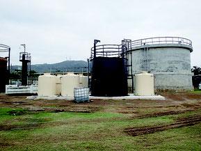 市がし尿処理場に設置したメタン発酵テストプラント(市農林水産課提供)