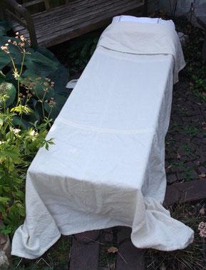 Handgewebte Decke nach Stoffragmenten aus dem Spätmittelalter und historischen Abbildungen