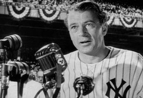 "Nella foto Gary Cooper interpreta il discorso di Lou Gahrig nel film ""The Pride of the Yankees"""