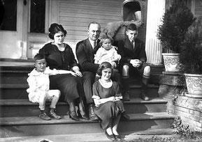 La famiglia Cobb riunita