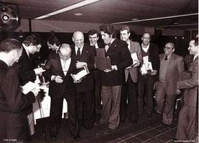 Una foto storica tratta dall'Archivistabaseball di Roberto Buganè, durante il Galà di Rimini 1980 con Bruno Beneck al centro sorridente e Stefano Germano alla sua sinistra (tiene in mano un trofeo)