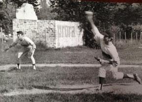 """Foto del 1970 (Fiamma Verona campo del Boschetto) il lanciatore Paolo Castagnini e il terza base """"Picio"""" Ricci"""