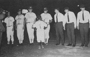 Nella foto una presentazione di una partita a Nettuno i tre arbitri in divisa dell'epoca (Foto tratta dal sito Nettunocittà - Il baseball e la sua storia e Nettuno - )