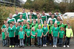 Unsere Siegermannschaft mit vielen unserer begeisterten Nachwuchs-Handballer