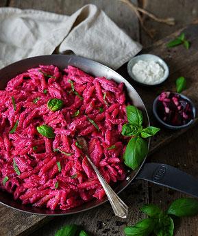 Rote Beete Meerrettich Pasta - horseradish beetoot pasta
