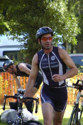 Arne Dunker beim Wechsel aufs Rad.