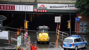 Überschwemmt: Unterführungen im August 2011