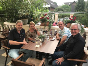 Willi Neumann + Sylvia Karasch (li.), Siegfried (vorne) + Christer Tepper