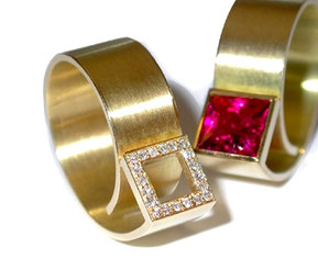 Skulpturale Ringe in 18ct Gold mit pinkfarbenem Turmalin, bzw. Brillanten im carre